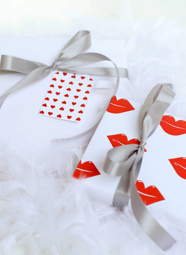 Modern Valentine's Day Gift Wrap + Gift Tags