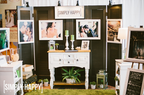 Awesome bridal show booth_Gina and Ryan Photography