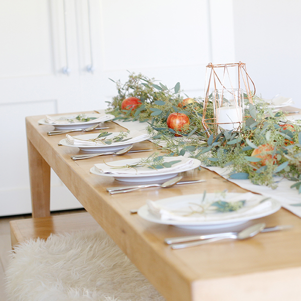 Simple, Elegant Thanksgiving Tablescape