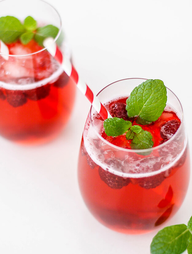 Easy vodka cranberry raspberry cocktail for Vodka cocktails recipes easy