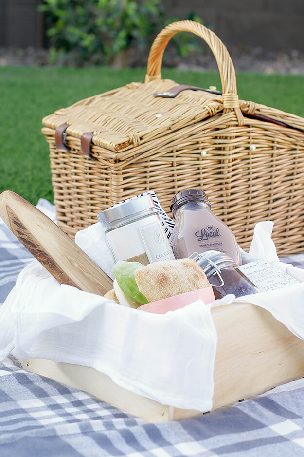 DIY Gift Basket Idea For Mom - A Picnic in a box