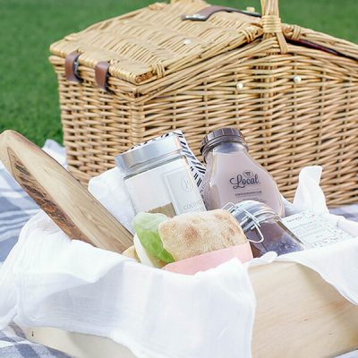DIY Gift Basket Idea For Mom – Picnic in a box