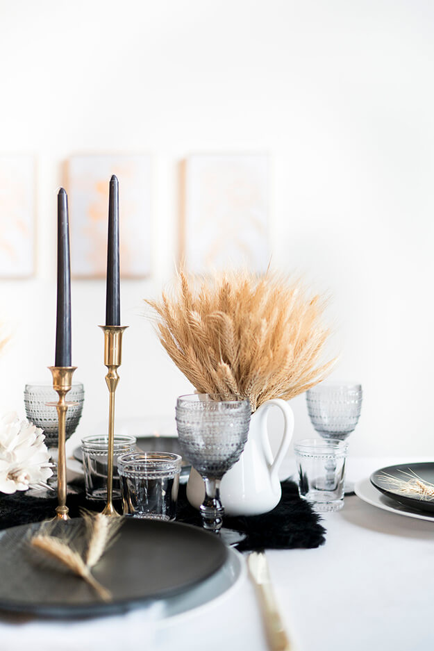 7 Simple Gorgeous Modern Thanksgiving Tablescapes-13