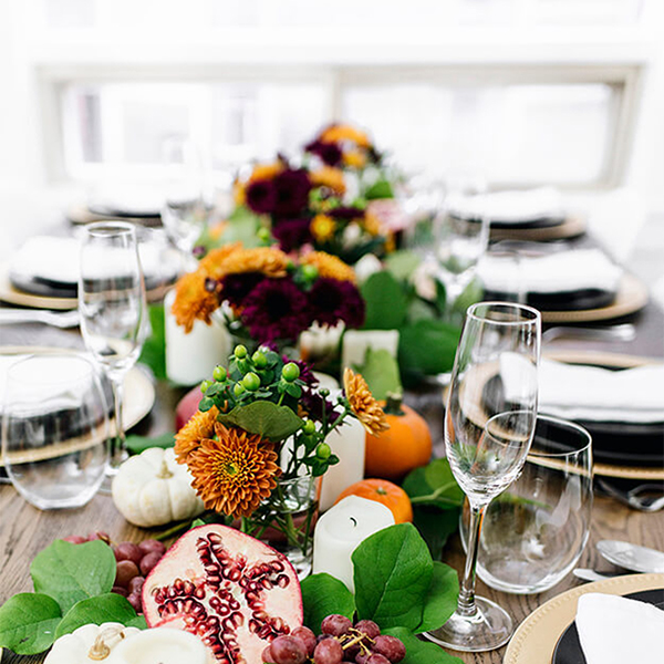 7 Simple Gorgeous Modern Thanksgiving Tablescapes