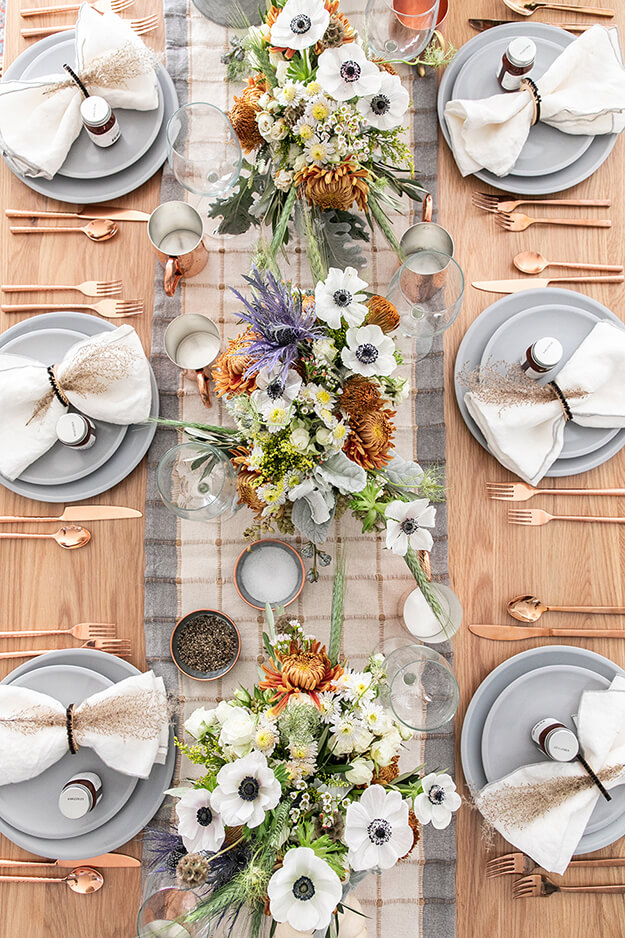 Rustic Modern Natural Thanksgiving Tablescapes -1