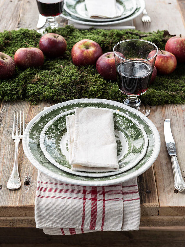 Rustic Modern Natural Thanksgiving Tablescapes